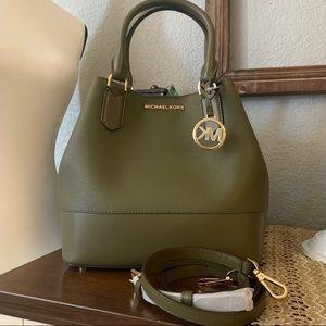 New 🍭 MK trista large bucket bag 🍭 olive